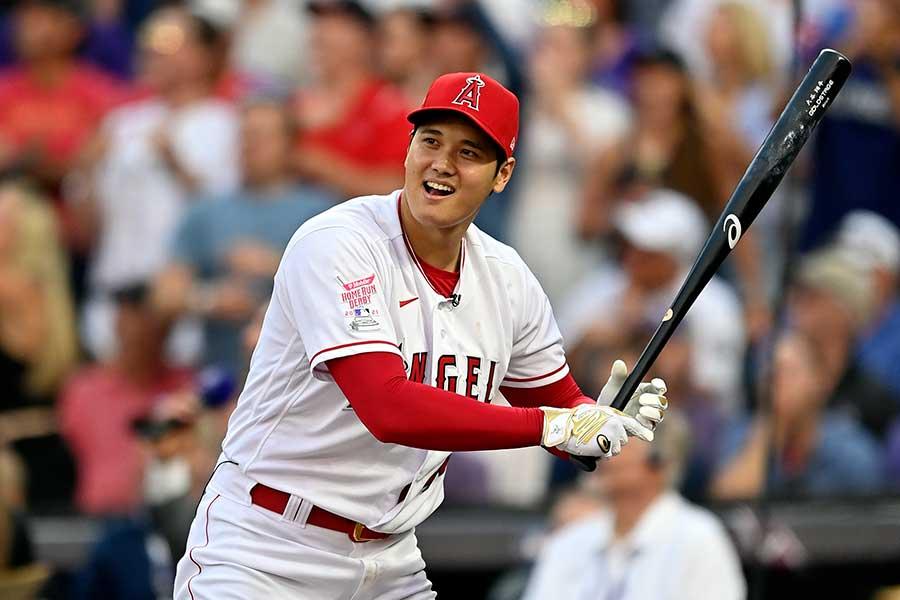 日本選手として初のホームランダービーで鋭い打球を飛ばす大谷翔平【写真:Getty Images】