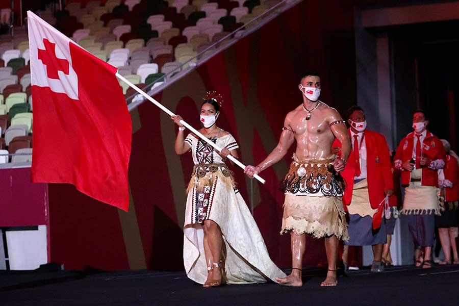 トンガの旗手、テコンドー男子のピタ・タウファトファ【写真:Getty Images】