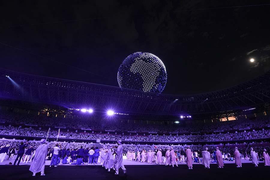 五輪開会式で会場上空に地球を描いたドローンに海外記者も感嘆している【写真:AP】