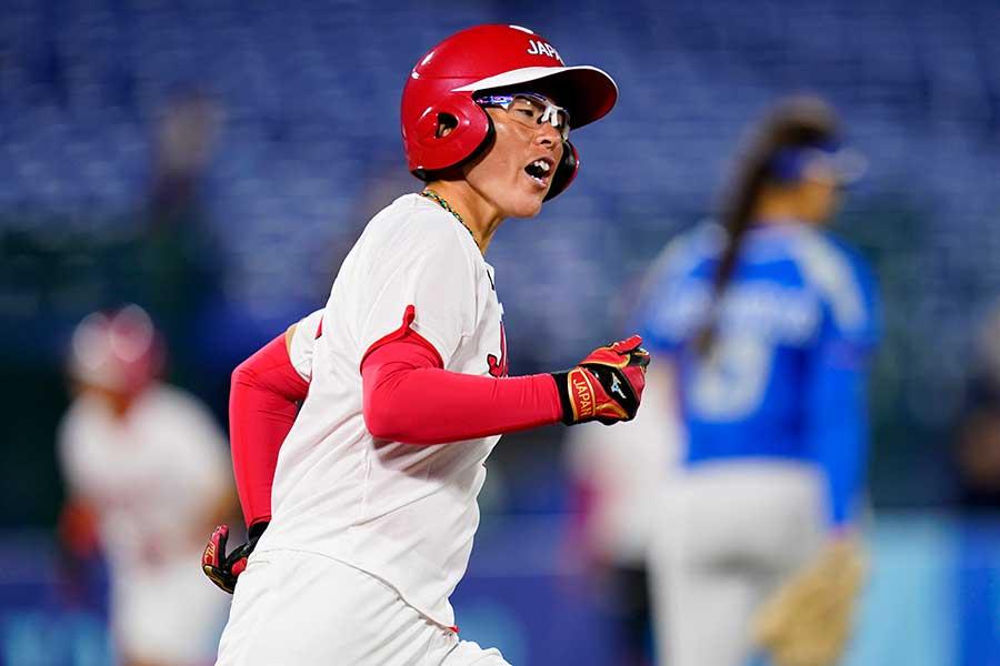 3戦連発の左越え3ランを放ったソフトボール日本代表の藤田倭【写真:AP】