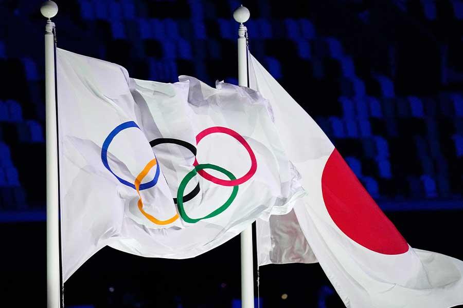 来日している海外レポーターが日本人親子に感激している【写真:AP】