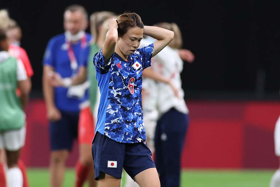 英国に敗れ、険しい表情でピッチを後にする杉田妃和【写真:Getty Images】