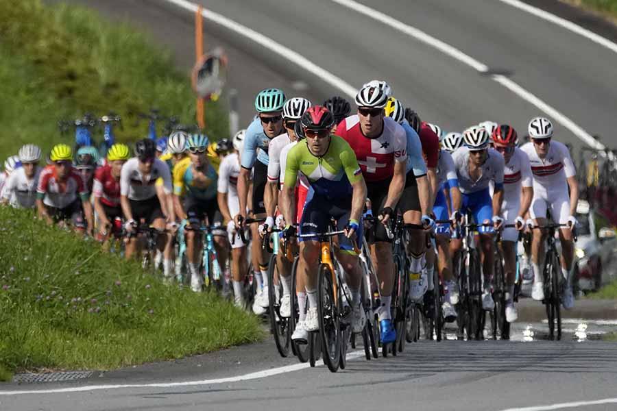 自転車ロードレースで撮られた写真に注目が集まっている【写真:AP】