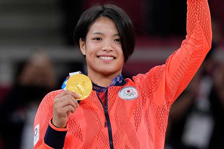 柔道の女子52キロで金メダルを獲得した阿部詩【写真:AP】