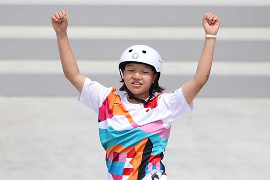 スケートボード・女子ストリートで金メダルを獲得した西矢椛【写真:Getty Images】