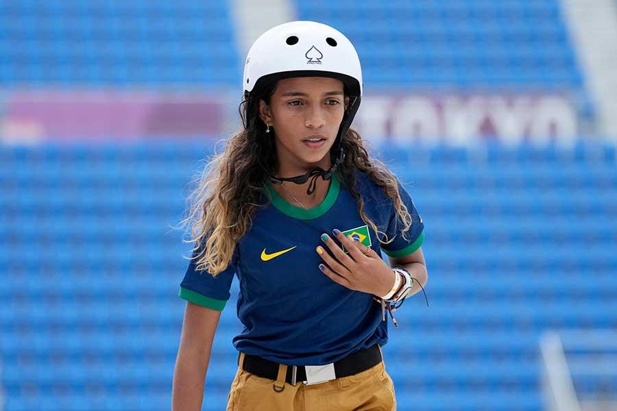 スケートボード・女子ストリートで銀メダルを獲得したライッサ・レアウ【写真:AP】