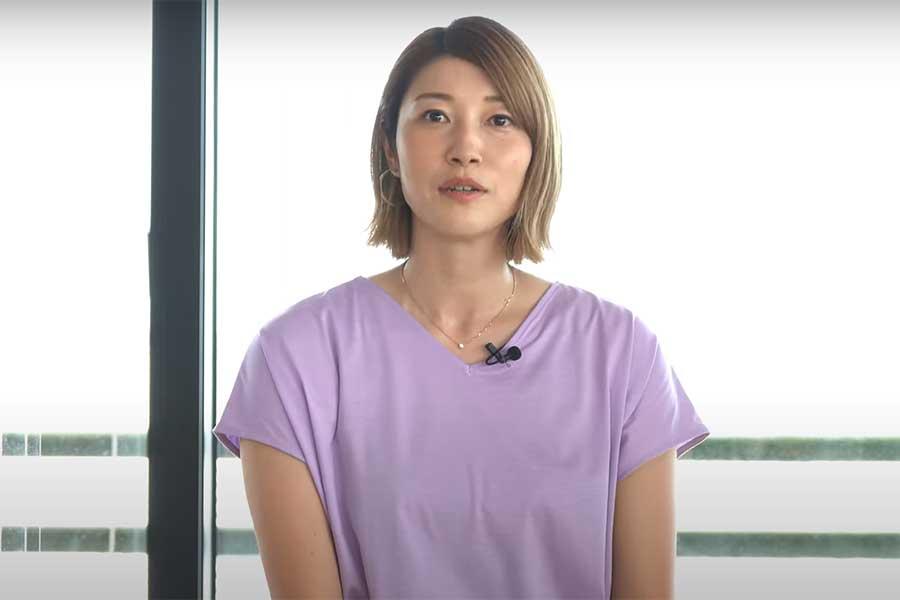 MCに初挑戦する狩野舞子さん(画像はスポーツビズ公式YouTube「BIZチャン」のスクリーンショット)