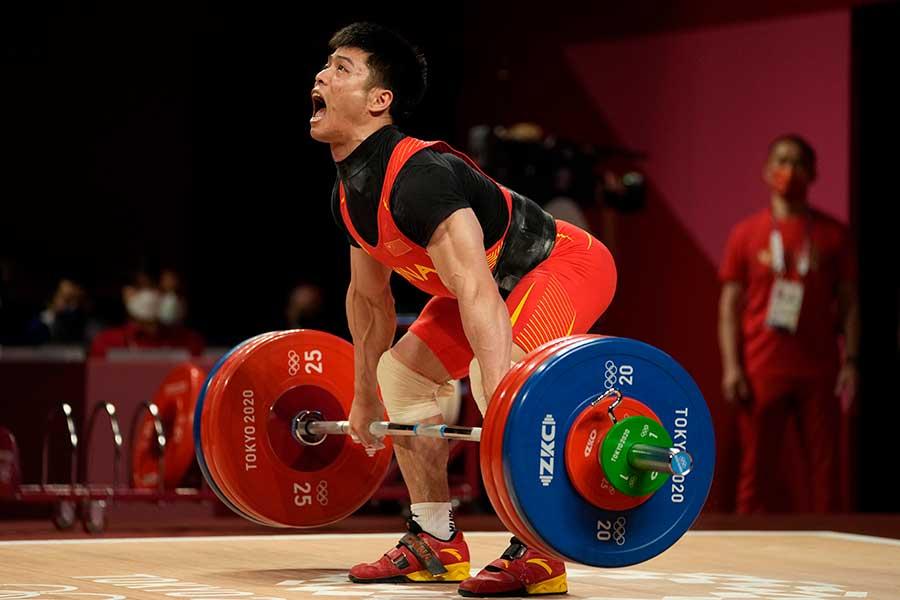 重量挙げ男子61キロ級で金メダルを獲得した中国の李発彬【写真:AP】