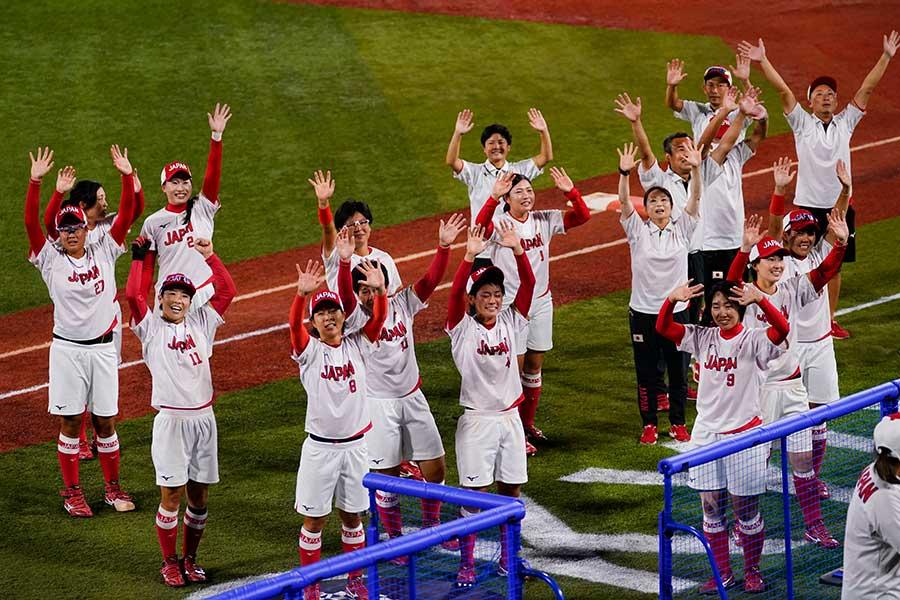 実施2大会連続の金メダルを獲得したソフトボール日本代表【写真:AP】