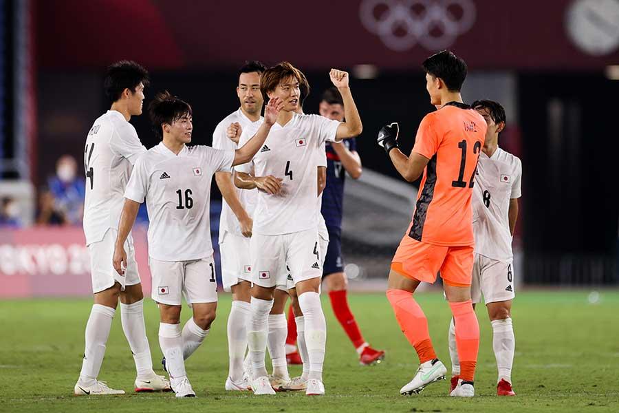 3連勝でグループリーグ突破を決めたサッカー男子日本代表【写真:Getty Images】