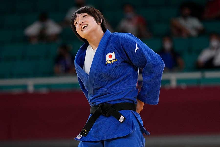 女子70キロ級で金メダルに輝いた新井千鶴【写真:AP】
