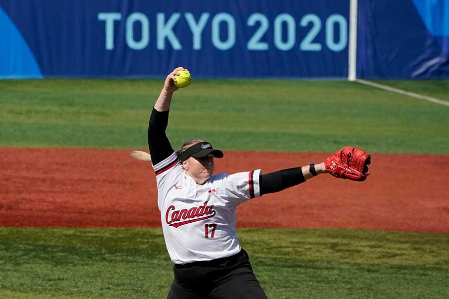 ソフトボールカナダ代表のサラ・グロンウェゲン【写真:AP】