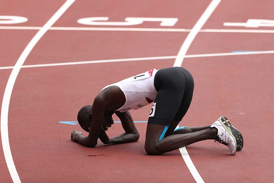 陸上男子800メートルで転倒しながらも完走した南スーダンのジェームズ・ニャン・チェンジェク【写真:Getty Images】