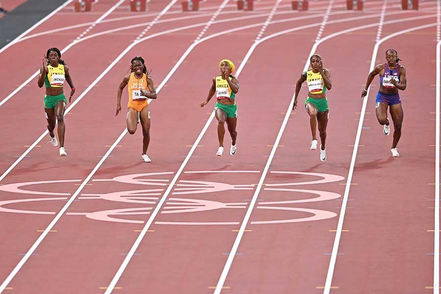 陸上100m決勝の前に幻想的な選手紹介が行われた【写真:Getty Images】