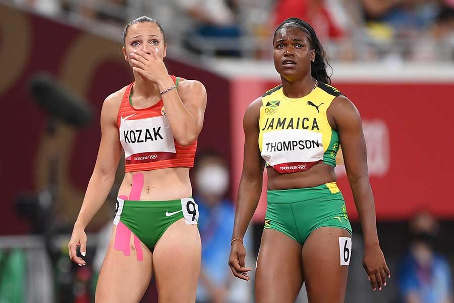 女子100メートル障害準決勝に出場したルツァ・コザク(左)とヤニク・トンプソン【写真:Getty Images】