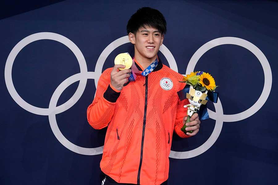 体操男子種目別鉄棒で優勝した橋本大輝【写真:AP】