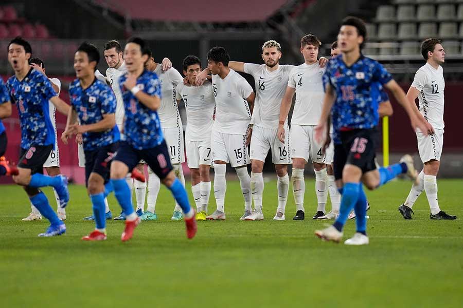 PK戦の末、日本に敗れたニュージーランド代表【写真:AP】
