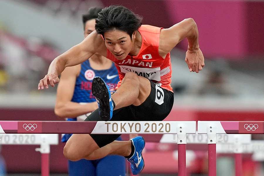 男子110メートル障害、準決勝に出場した泉谷駿介【写真:AP】