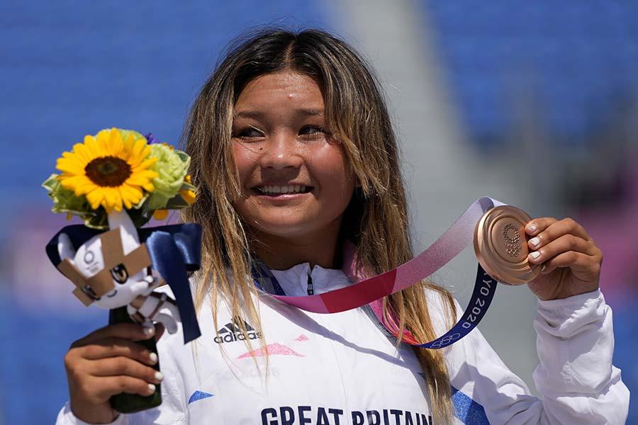 スケートボード女子パーク銅メダルのブラウン、試合後の活躍にも注目が集まっている【写真:AP】