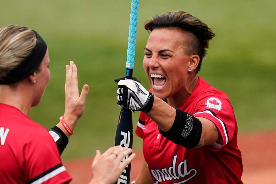 ソフトボール、カナダ代表のジェニファー・サリング【写真:AP】