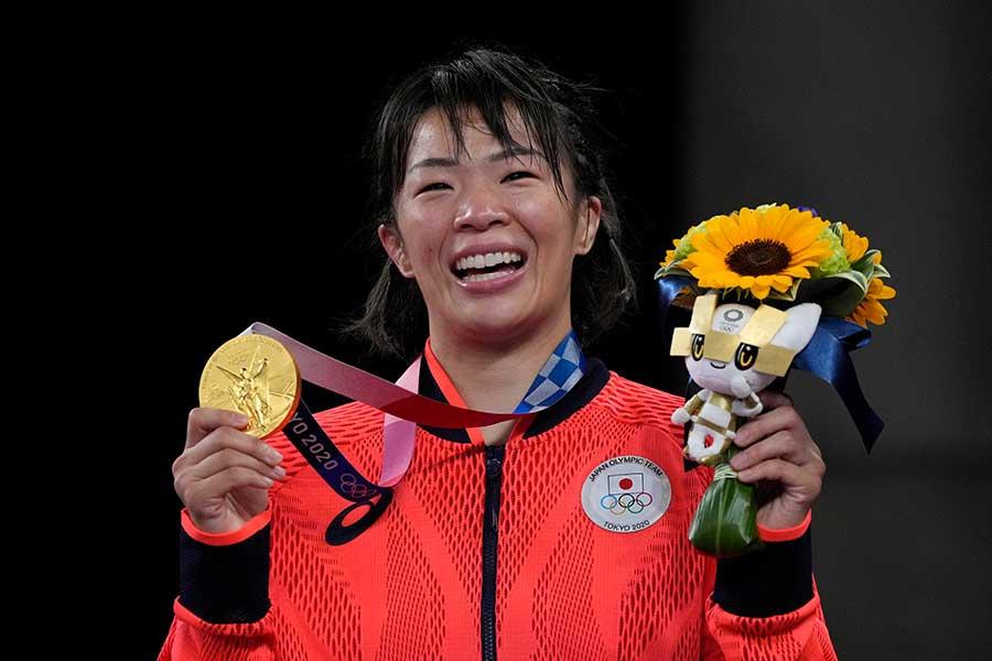 レスリング女子57キロ級で金メダルを獲得した川井梨紗子【写真:AP】