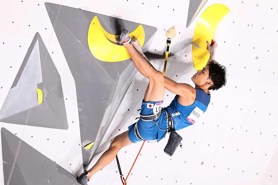 スポーツクライミングをプレーする楢崎智亜【写真:Getty Images】
