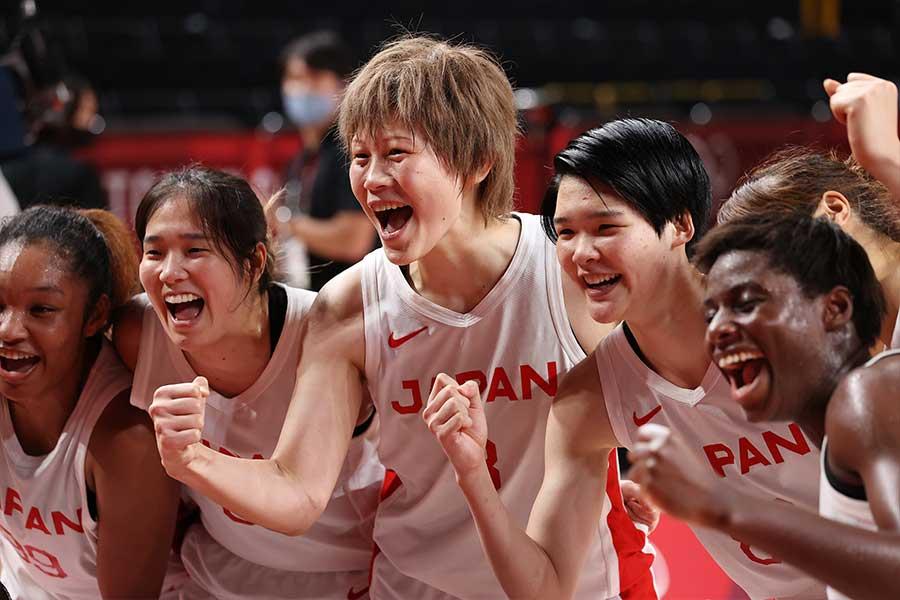 フランスに勝利し、決勝進出を喜ぶバスケ女子日本代表【写真:Getty Images】