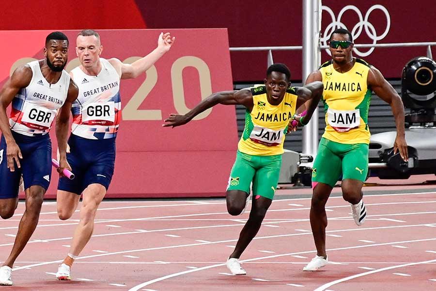 陸上男子400メートルリレーを走るジャマイカ代表【写真:Getty Images】