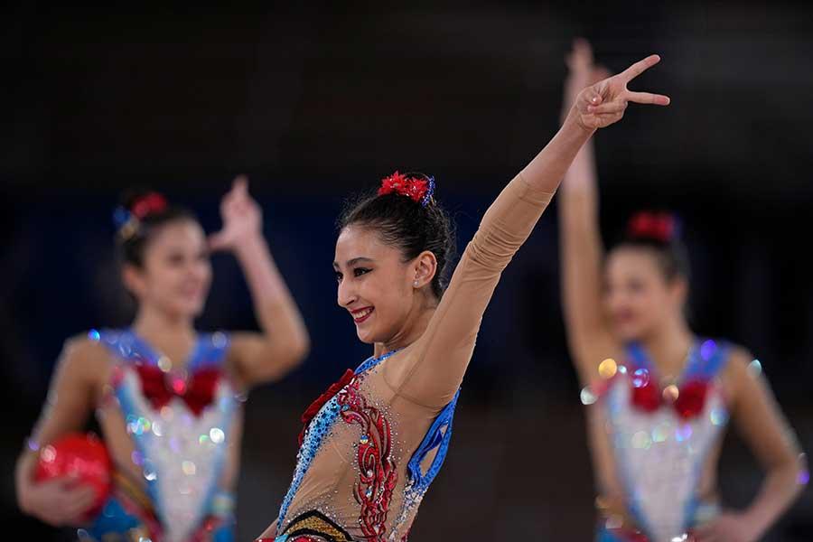女子新体操団体、ウズベキスタン代表のセーラームーン衣装が話題になっている【写真:AP】