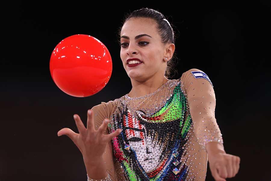 女子新体操個人総合で金メダルを獲得したリノイ・アシュラム【写真:Getty Images】