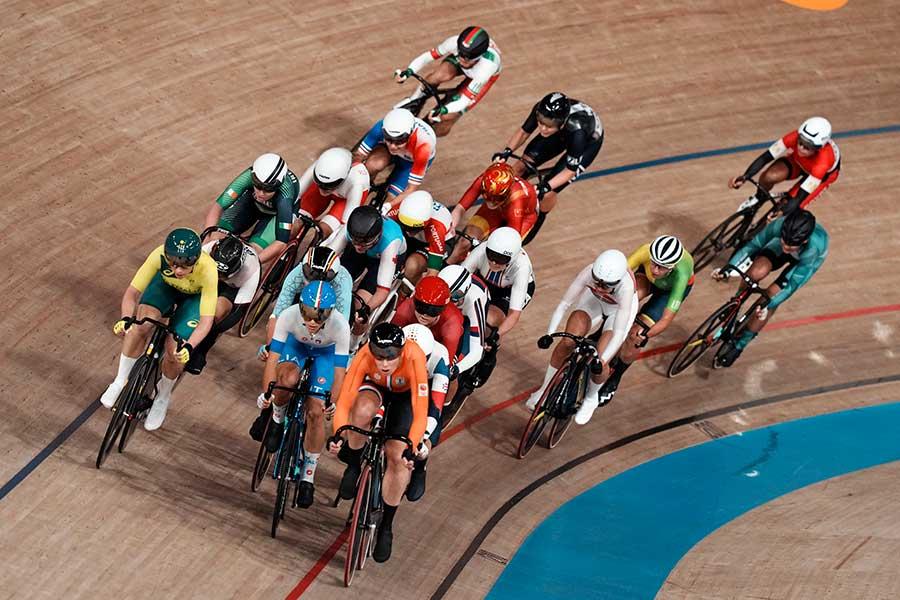 自転車トラック女子オムニアムでの「大クラッシュ」に驚愕の声が上がっている【写真:AP】