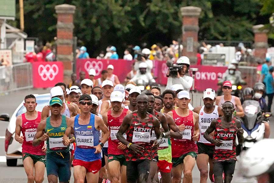 男子マラソンで珍ファンが目撃された【写真:AP】