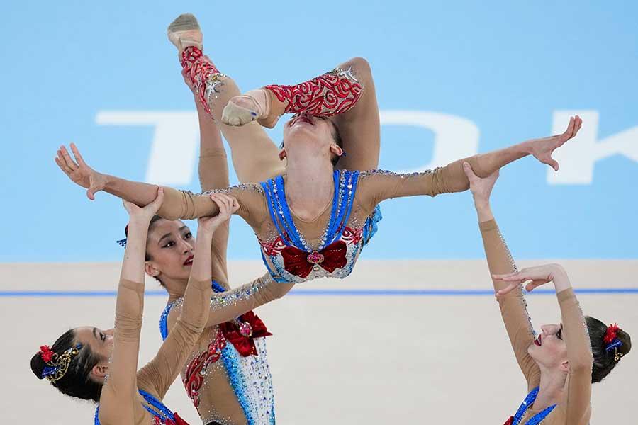女子新体操のウズベキスタン代表【写真:AP】