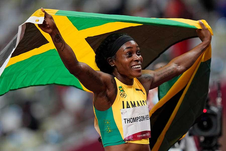 陸上女子短距離で3冠を達成したジャマイカ代表のエレーン・トンプソンヘラ【写真:AP】