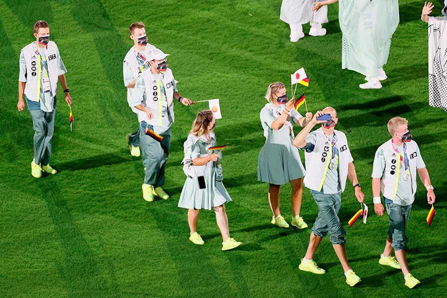 閉会式に参加したドイツ選手団の衣装が話題になっている【写真:Getty Images】