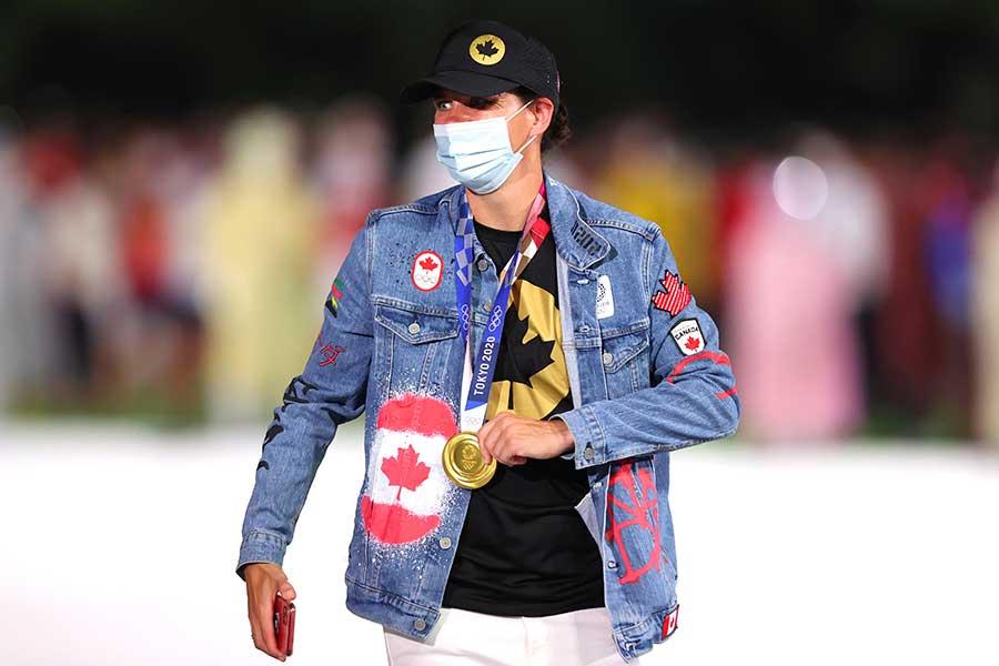 閉会式でカナダ選手団が着用した衣装が話題になっている【写真:Getty Images】