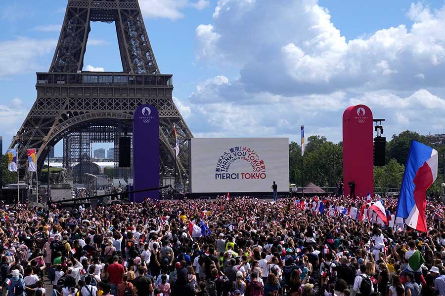 次回の夏季五輪開催地パリで披露された仏空軍の演出に称賛の声が集まっている【写真:Getty Images】