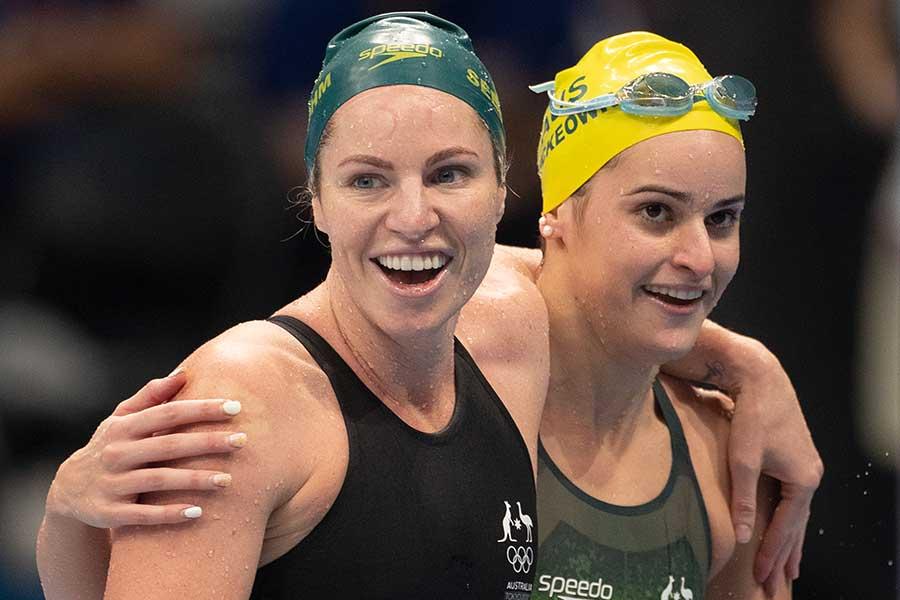 競泳女子でメダルを2個獲得したエミリー・シーボーム(左)【写真:Getty Images】