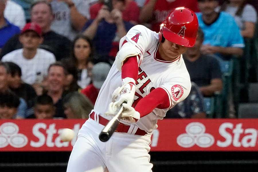 Wヘッダー第2試合の最初の打席で三塁打を放つエンゼルスの大谷翔平【写真:AP】