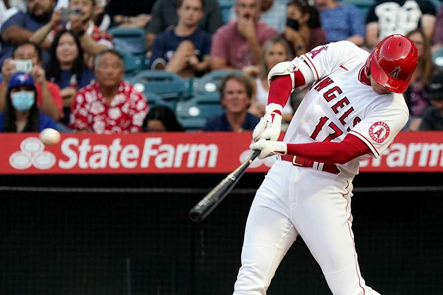 第1打席で二塁打を放ったエンゼルスの大谷翔平【写真:AP】
