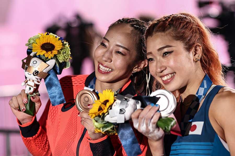 スポーツクライミング女子で銀メダルを獲得した野中生萌と銅メダルの野口啓代【写真:Getty Images】