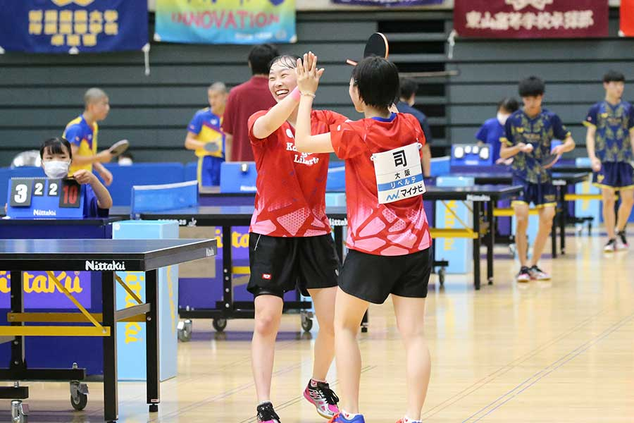 卓球女子学校対抗の準々決勝で香ケ丘リベルテが桜丘を下した【写真:山田智子】
