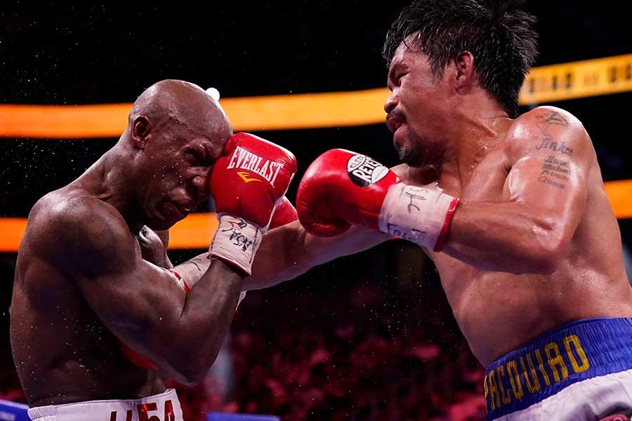 WBA世界ウェルター級タイトルマッチ、マニー・パッキャオ(右)はヨルデニス・ウガスに12回判定負け【写真:AP】