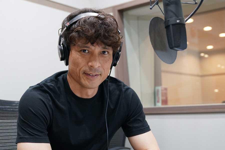 DAZNはナレーションに元サッカー日本代表・宮本恒靖氏を起用した新CMを開始した【写真:DAZN提供】