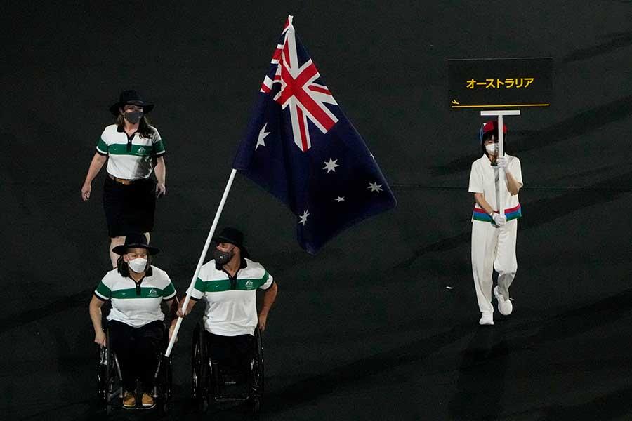 開会式で入場するオーストラリア選手団【写真:AP】