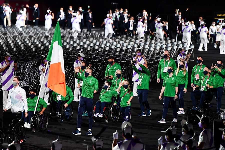 開会式で入場するアイルランド選手団【写真:Getty Images】