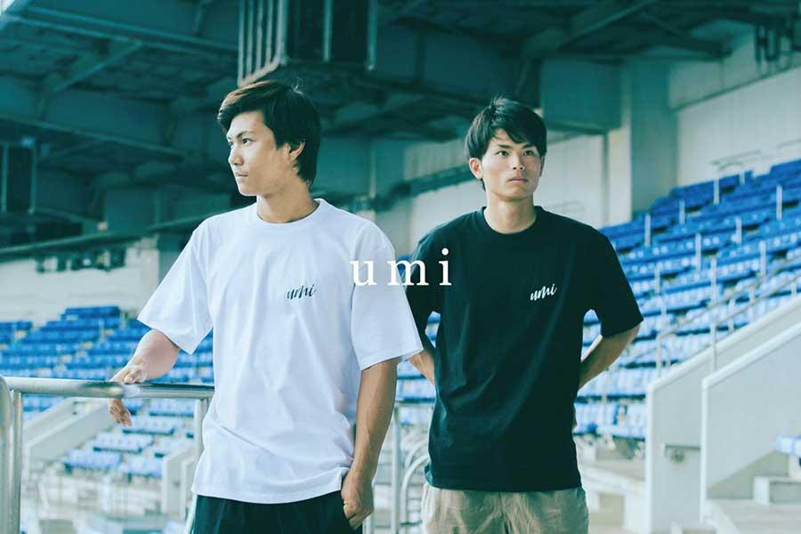 新ブランド「umi」のTシャツを着用したロッテ藤原(左)と和田【写真:球団提供】