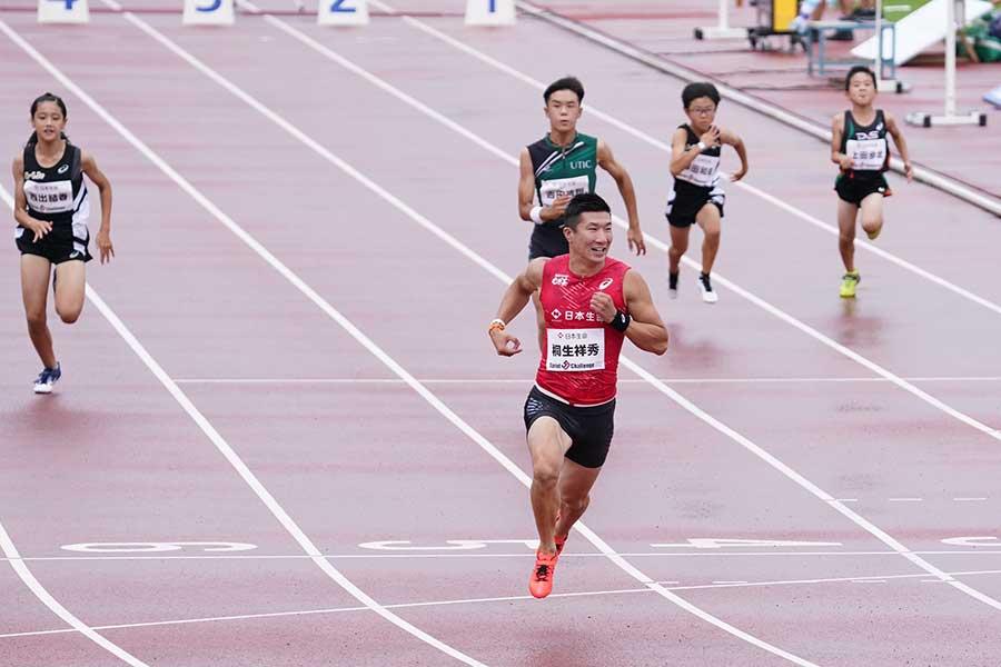 自ら考案した新種目「Sprint50」に参加し、5秒87で駆け抜ける桐生祥秀【写真:荒川祐史】