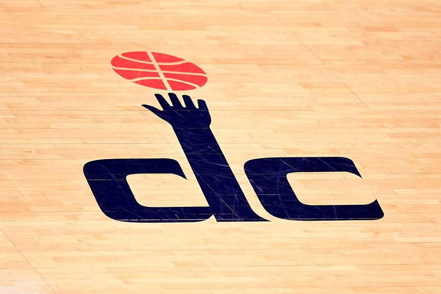 奇抜なバスケットシューズの写真を公式インスタグラムで紹介【写真:Getty Images】