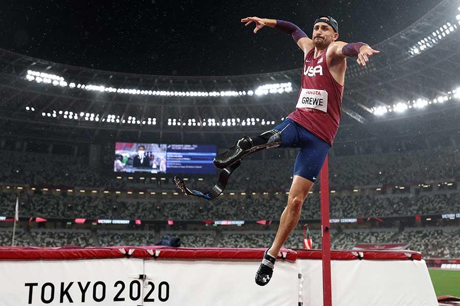 陸上・男子走高跳(T63)で金メダルを獲得したサム・グリュー【写真:Getty Images】